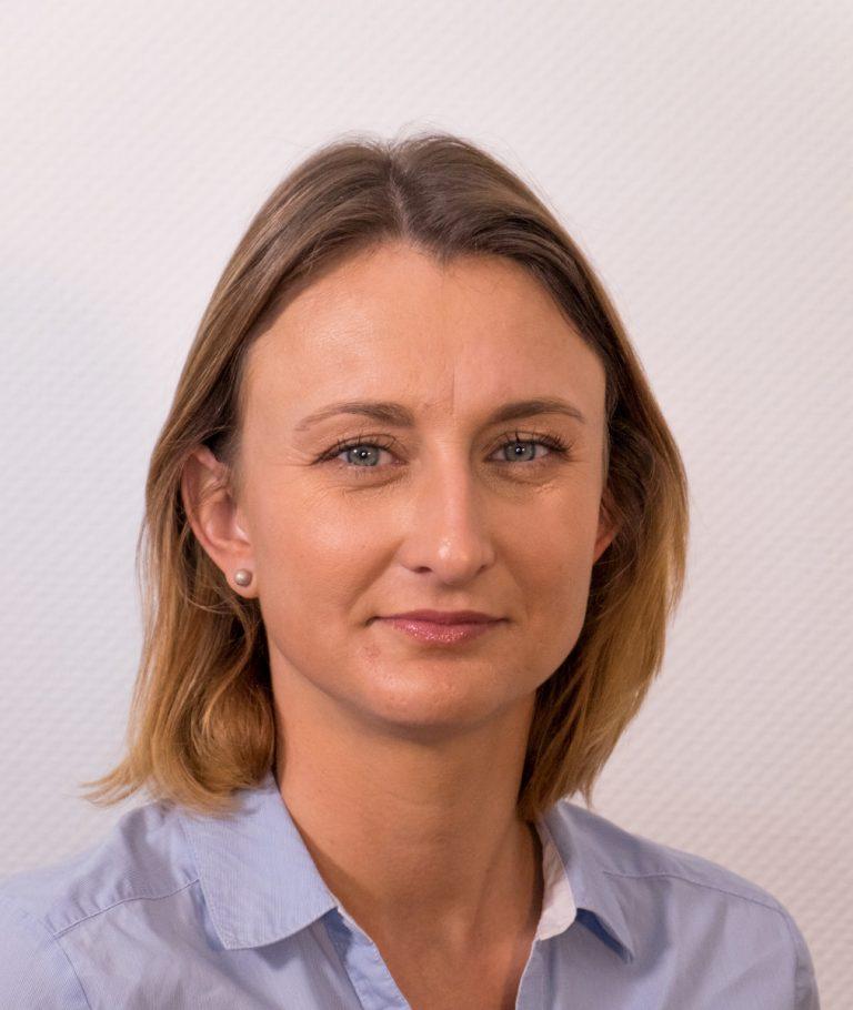 Portrait Sarah 1 e1598654696317